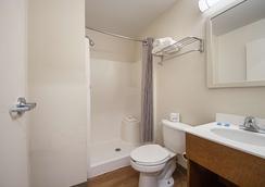 HomeTowne Studios Dallas - Irving - Irving - Bathroom