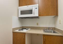 HomeTowne Studios Dallas - Irving - Irving - Kitchen