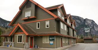Squamish Adventure Inn - Squamish - Edificio