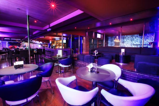 Grand Safir Hotel - Manama - Bar