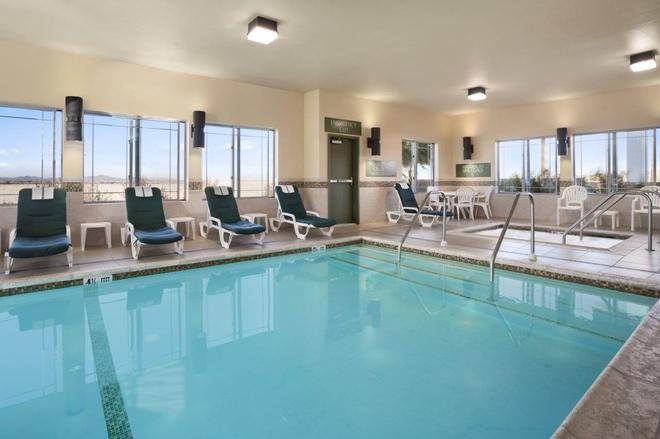 艾里斯巴斯托酒店 - 巴斯托 - 巴斯托 - 游泳池