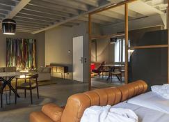 Raw Culture Arts & Lofts Bairro Alto - Lisbon - Living room