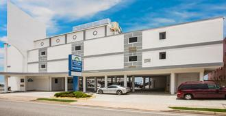 Days Inn by Wyndham Ormond Beach Mainsail Oceanfront - Ormond Beach - Edificio