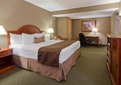 Best Western Plus Longbranch Hotel & Convention Center - Cedar Rapids - Κρεβατοκάμαρα