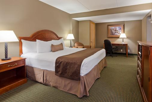 Best Western Plus Longbranch Hotel & Convention Center - Cedar Rapids - Phòng ngủ
