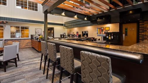 Best Western Plus Longbranch Hotel & Convention Center - Cedar Rapids - Bar