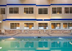 Best Western Plus Longbranch Hotel & Convention Center - Cedar Rapids - Πισίνα