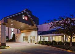 Best Western Plus Longbranch Hotel & Convention Center - Cedar Rapids - Edifício