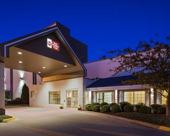 Best Western Plus Longbranch Hotel & Convention Center - Cedar Rapids - Gebouw