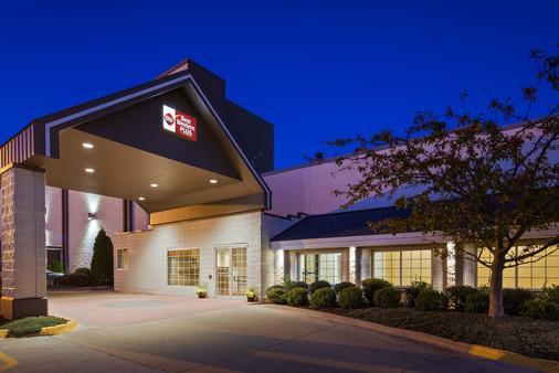 Best Western Plus Longbranch Hotel & Convention Center - Cedar Rapids - Toà nhà