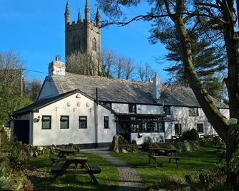 The Crown Inn - Bodmin - Building