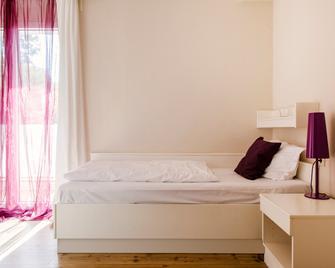basehouse - Bendorf - Bedroom
