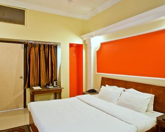 Hotel Aradhana - Mount Abu - Bedroom