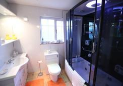 Fantasia B&B - Leven - Bathroom
