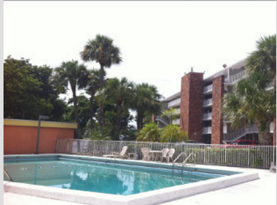 Days Inn by Wyndham Fort Lauderdale Airport Cruise Port - Fort Lauderdale - Uima-allas