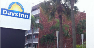 Days Inn by Wyndham Fort Lauderdale Airport Cruise Port - Fort Lauderdale - Bâtiment
