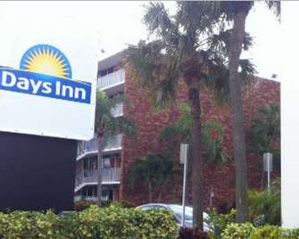 Days Inn by Wyndham Fort Lauderdale Airport Cruise Port - Fort Lauderdale - Building