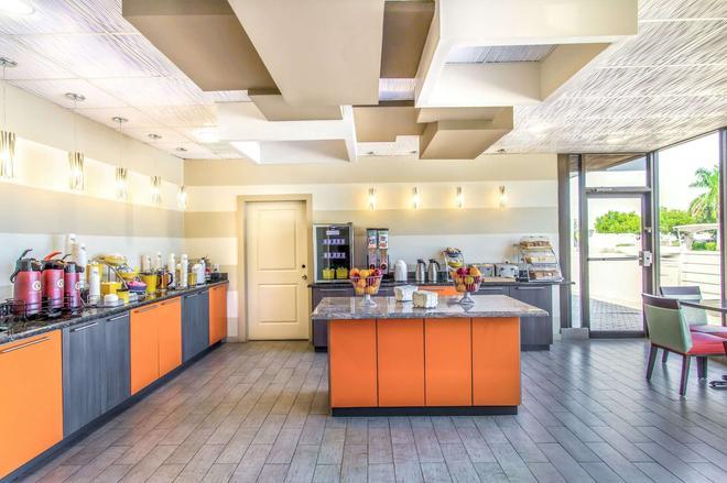 Days Inn by Wyndham Fort Lauderdale Airport Cruise Port - Fort Lauderdale - Comida