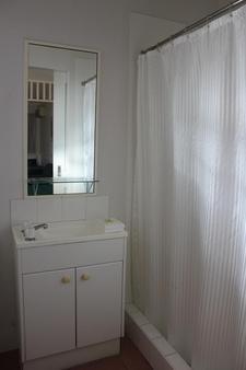 Toowong Central Motel Apartments - Brisbane - Bathroom