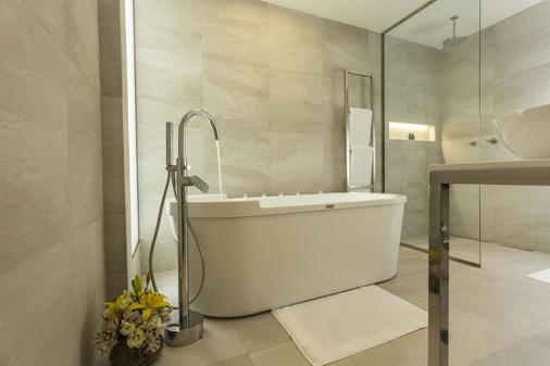 Cosmopolitano Hotel Boutique - Santa Cruz de la Sierra - Bathroom
