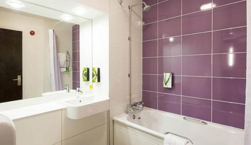 Premier Inn Bristol East - Emersons Green - Bristol - Bathroom