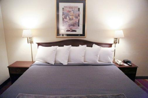 The Inn And Suites At 34 Fifty - Abilene - Bedroom