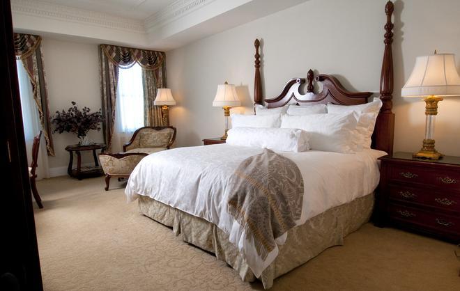 Market Pavilion Hotel - Charleston - Schlafzimmer