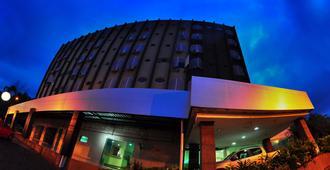 Biss Inn Hotel - Goiânia - Gebouw