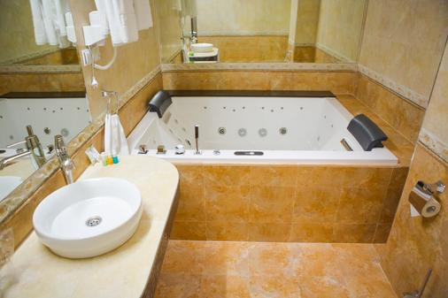 Garni Hotel Fortuna - Belgrade - Bathroom
