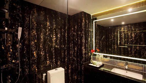 Nova Express Pattaya Hotel - Trung tâm Pattaya - Phòng tắm