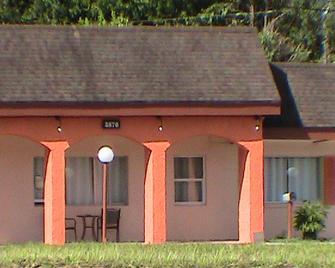 At Home Express Tangerine Inn - De Land - Gebouw