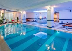 Athenee Palace Hilton Bucharest - Bucharest - Pool