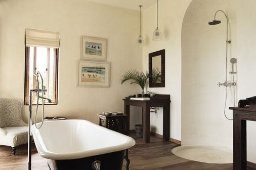 Qambani Luxury Resort - Pingwe - Bathroom