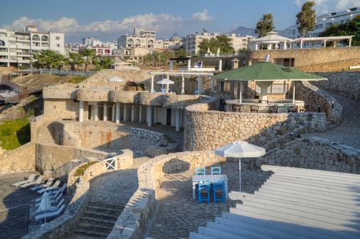 Jasmine Court Hotel & Casino - Kyrenia - Beach