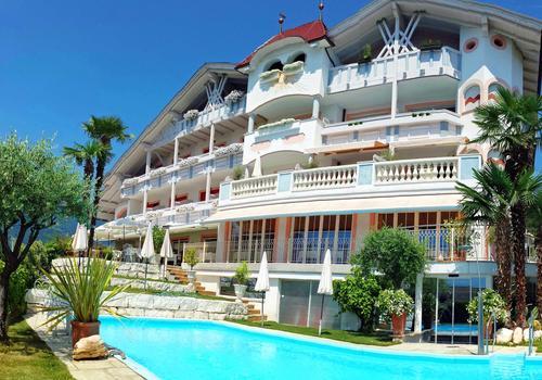 Hotel Bergland Ab 123 1 4 9 Schenna Hotels Kayak