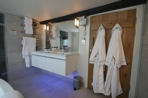 The Dog and Badger - Marlow - Bathroom