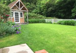 The Dog and Badger - Marlow - Outdoors view