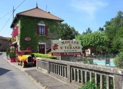Hôtel Restaurant Le Moulin de Saint Verand - Saint-Vérand - Edificio