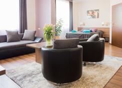 Hotel Portius - Коросно - Living room