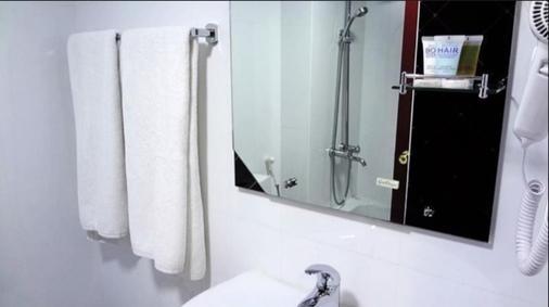 新半島飯店 - 杜拜 - 浴室