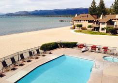 塔霍湖岸溫泉旅館 - 南太浩湖 - 南太浩湖 - 游泳池