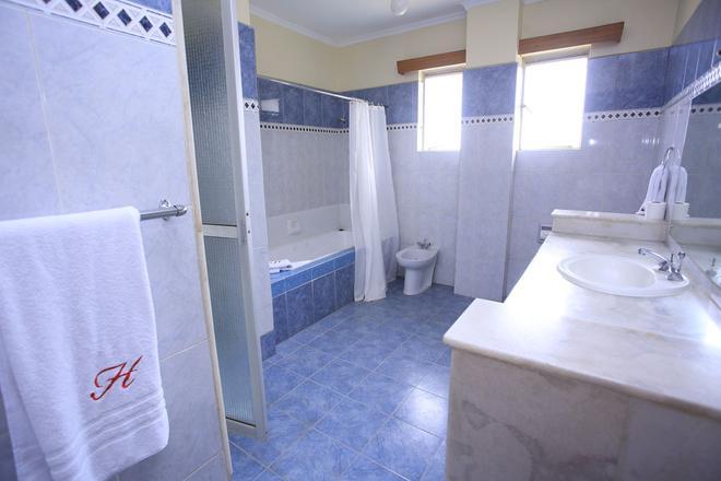 Hillpark Hotel - Nairobi - Baño