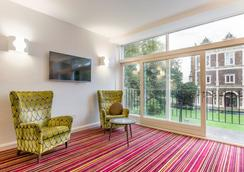 Safestay London Kensington Holland Park - Londra - Lobi