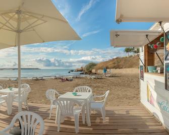 Hotel RH Vinaròs Playa - Vinaròs - Terasa