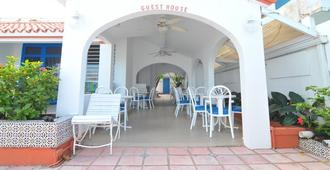 Tres Palmas Inn - San Juan