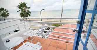Tres Palmas Inn - San Juan - Balcony