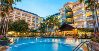 Borei Angkor Resort & Spa - Siem Reap - Bể bơi