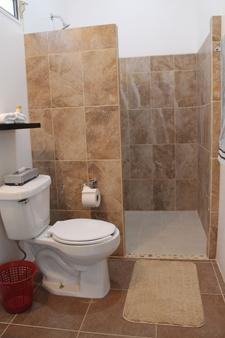Playas Hotel - Puerto Escondido - Bathroom
