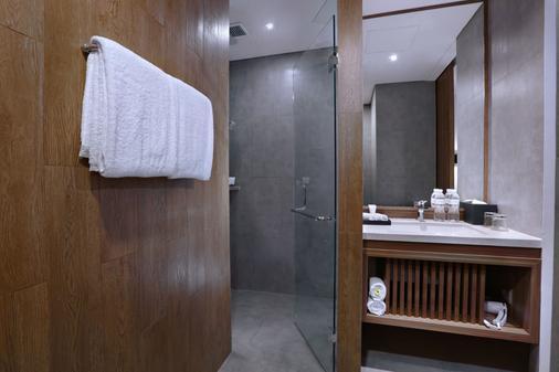 Vasanti Kuta Hotel - Kuta - Bad