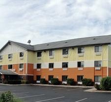 Days Inn & Suites by Wyndham Traverse City